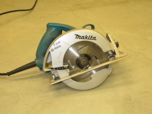 rental 12-1002 Makita circular saw 7.25in